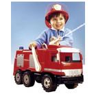 Maşină gigant de pompieri în cutie