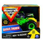 Monster Jam: Maşinuţă Grave Digger cu roţi volante - diferite