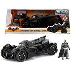 Batman: Arkham lovagja Batmobile és Batman figurával, 1:24
