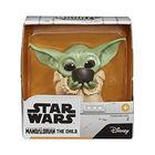 Star Wars: Baby Yoda figurină care soarbă supă