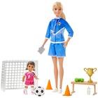 Barbie: Sportos játékszett - szőke hajú fociedző Barbie