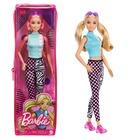 Barbie Fashionista barátnők: Malibu Barbie két copffal, napszemüveggel cipzáras tartóban