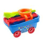 Cărucior pentru copii cu unelte de grădină