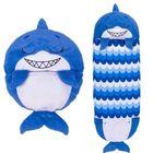 Happy Nappers: Pernă și sac de dormit 2-în-1 - Sandal, rechinul albastru