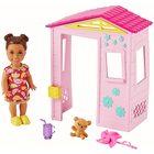 Barbie Skipper Babysitters: Kislány baba és kerti játszóház kiegészítő szett
