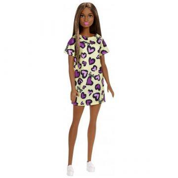 Păpuşă Barbie Chic - păpușă mulatră în rochiță galbenă cu model inimioare