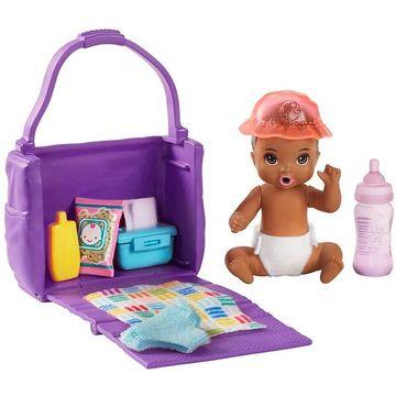 Barbie Skipper Babysitters: Pelenkázószett színváltós kisbabával