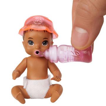Barbie Skipper Babysitters: Pelenkázószett színváltós kisbabával - . kép