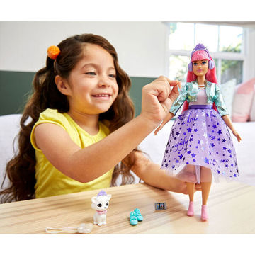 Barbie: Princess Adventure - Rózsaszín hajú baba kiscicával - . kép